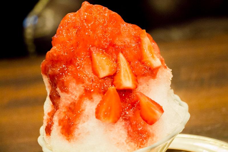 星乃珈琲「かき氷(苺と濃厚ミルク)」