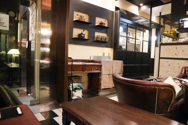 星乃珈琲のスフレ館「新宿東口店」店内の様子