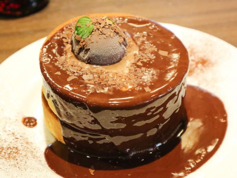 星乃珈琲「生チョコレートのスフレパンケーキ」